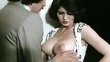Full natural juggy babes Veronica Hart, Lisa De Leeuw making love with John Alderman in classic porn clip