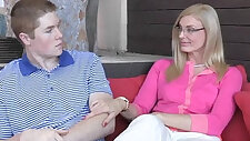 Sexy stepmom Daryl Hanah taught oral sex this couple